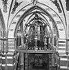gewelven over het schip met neo-gothische beschildering -