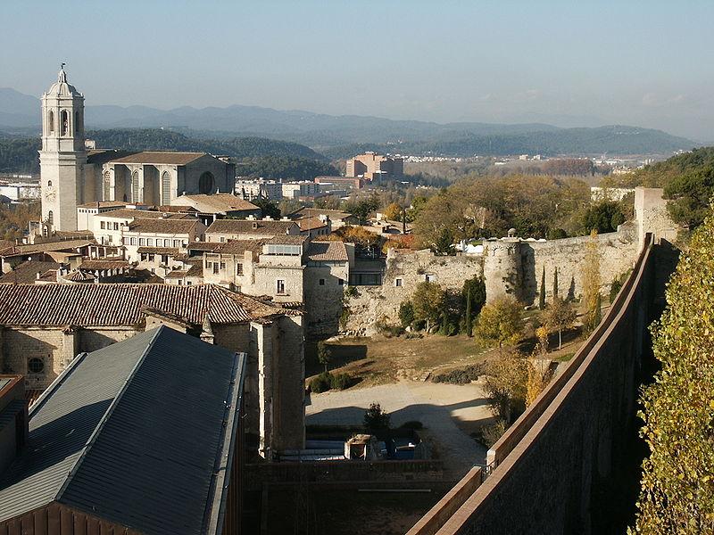 File:GironaPasseigDeLaMuralla.jpg