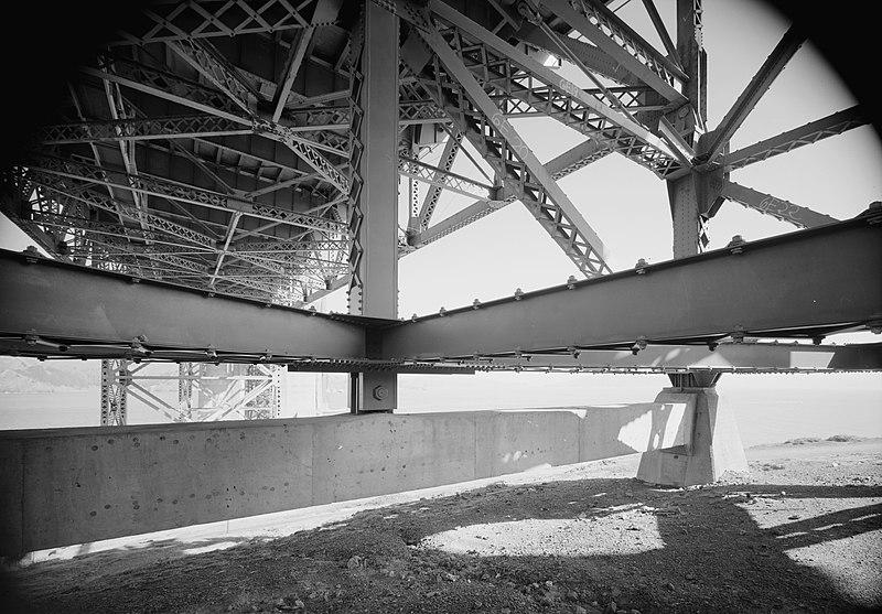 File:Golden Gate Bridge trusses, HAER CA-31-18.jpg