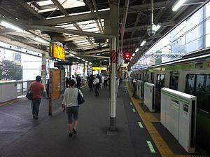 Gotanda Station - JR Gotanda Station Yamanote line platform, 2016