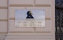 Erinnerungstafel an Edvard Grieg am Wohn- und Geschäftshaus Abrahams (Quelle: Wikimedia)