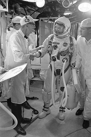 Günter Wendt - Wendt offers his best wishes to Astronaut Walter M. Schirra Jr., command pilot, as he arrives in the white room atop Pad 19.