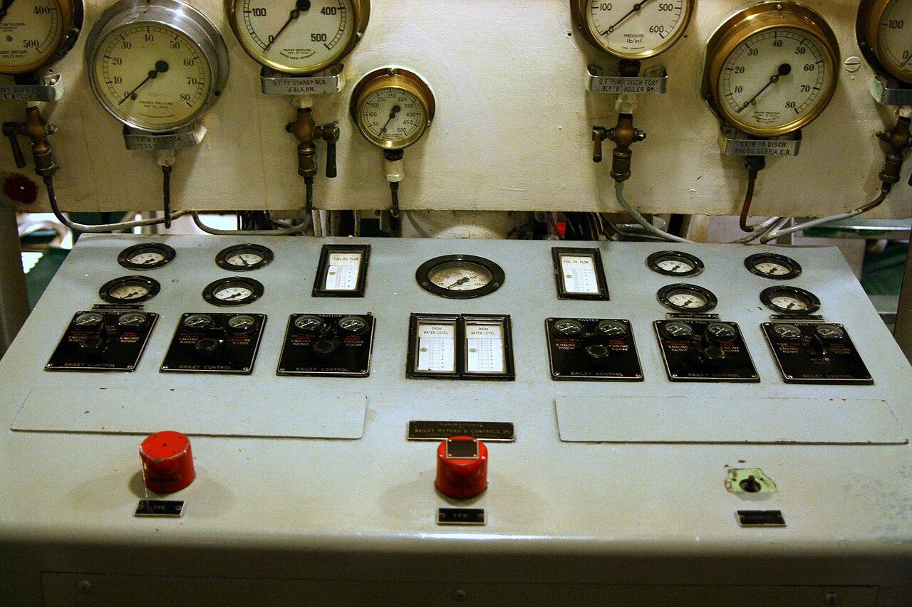 Engine Control Console : File hms belfast engine room control console g