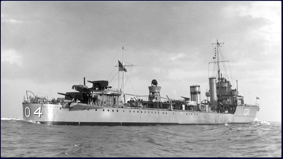 1200px-HMS_Vancouver_IKMD-04360.jpg