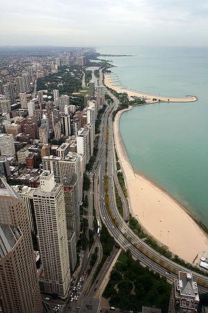 Gold Coast Historic District (Chicago) - Gold Coast's Oak Street Beach