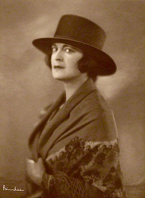 Harriet Cohen - Image: Harriet Cohen 1920 Alexander Binder 001