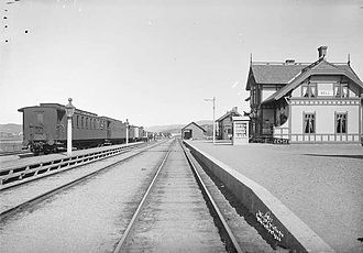 Hell–Sunnan Line - Hell Station—the Meråker Line continues straight ahead while the Hell–Sunnan Line diverts to the left