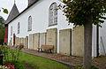 Hemme Kirche Grabplatten an der Ostwand.jpg