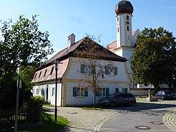Hilgertshausen, Kirchgasse 5: Katholische Pfarrkirche St. Stephan. Ansicht von OSO