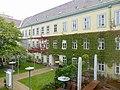Hof Hofmobiliendepot Wien.jpg
