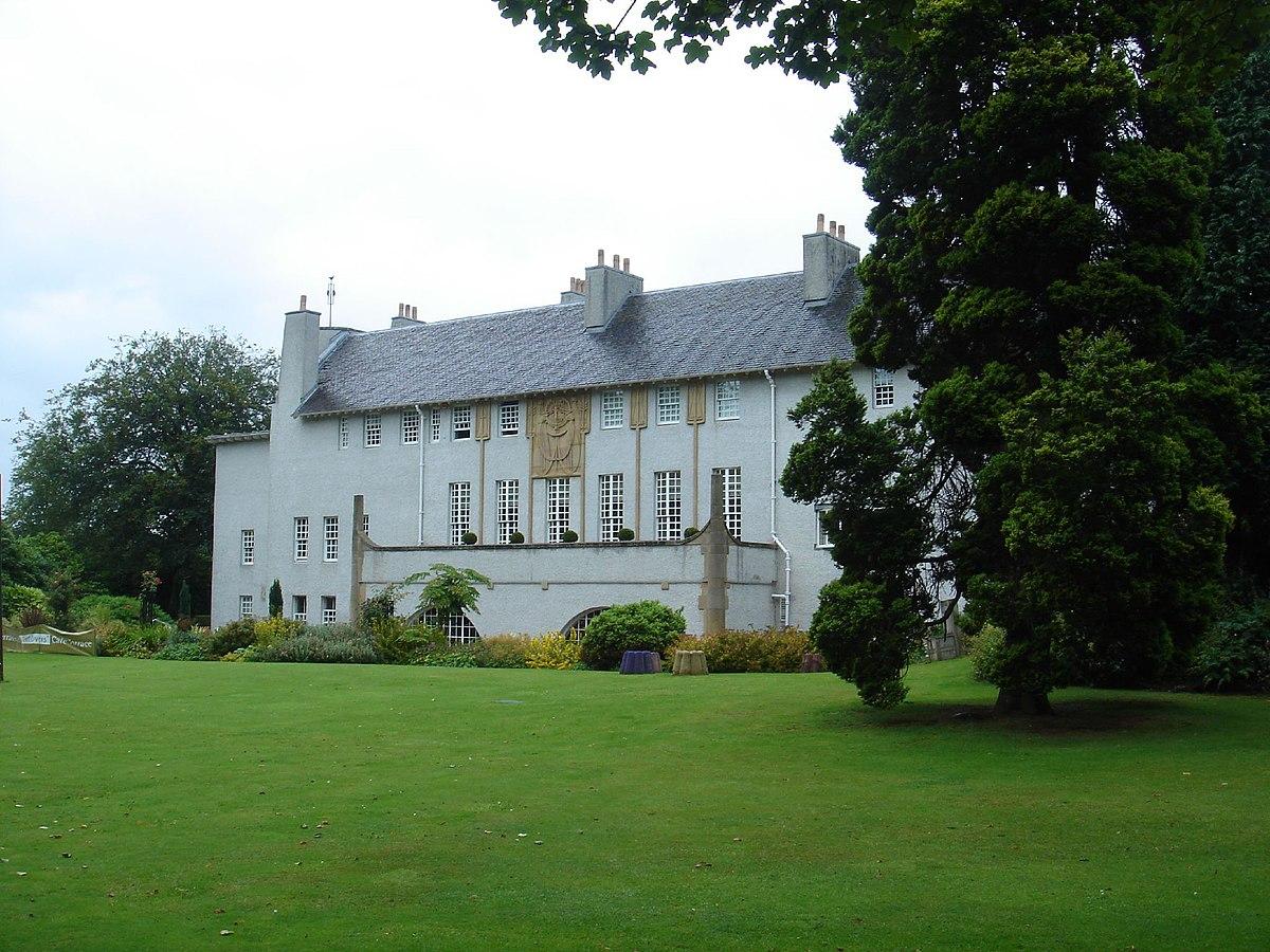 Graham roxburgh house for an art lover