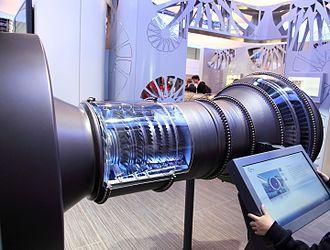 Pratt & Whitney PW1000G - Mockup with compressor and turbine cutaway
