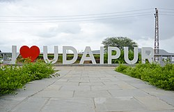 A picture showing I LOVE UDAIPUR Structure placed in Pratap Park, taken from front angle.