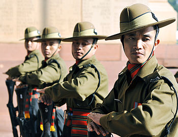 English: Indian soldiers stand at attention du...