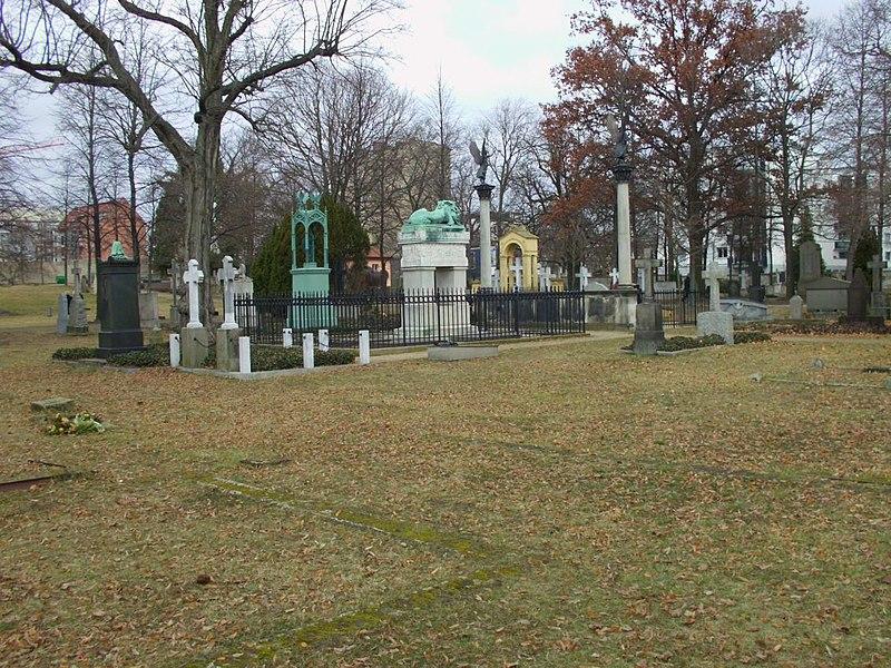 File:Invalidenfriedhof (4).JPG