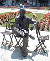 Irún - Estatua de Luis Mariano.jpg
