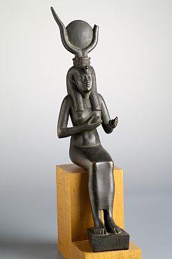 19e320dcc25694 Statuette   Isis-Hathor allaitant Horus