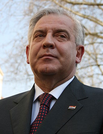 Ivo Sanader - Image: Ivo Sanader Svecanost podizanja NAT Ove zastave Zagreb 67 crop