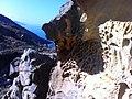 Jaïzkibel - érosion du grès rouge - panoramio.jpg