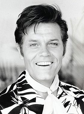 Photo promotionnelle de Jack Lord pour la série en 1974