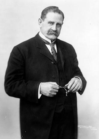 Jacob M. Dickinson - Image: Jacob Dickinson, bw photo portrait standing, 1909