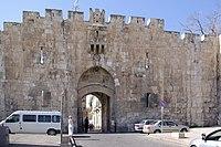 Jerusalem Lions gate BW 1.JPG