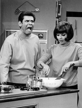 Good Morning, World - Dave (Joby Baker) and Linda (Julie Parrish).