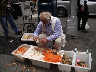 Product demonstration - Joe Ades in Union Square, New York City, Aug 8, 2005