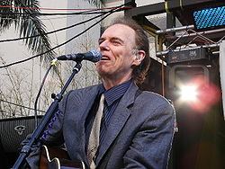 John Hiatt in concerto al South by Southwest (SXSW) di Austin (Texas) nel 2010(foto di Ron Baker)