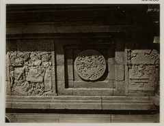 KITLV 28288 - Isidore van Kinsbergen - Relief with part of the Ramayana epic on the north side of Panataran, Kediri - 1867-02-1867-06.tif