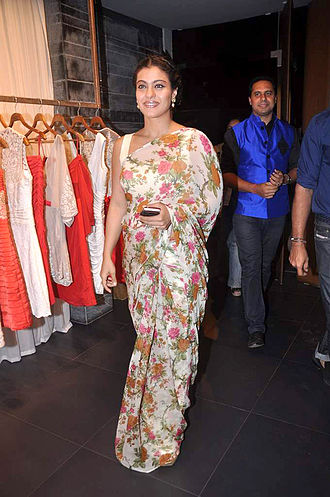 Kajol at Shantanu-Nikhil's store launch (43).jpg