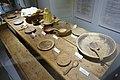 Karmsund folkemuseum (Regional Museum) Haugesund Norway 2020-06-10 Langbord 1600-t Langbenk dekketøy bestikk foldekniver tallerkner treboller treskjeer ølkjenge (Matrettar 1700-talet Måltid) Wooden 16c table bench plates.jpg