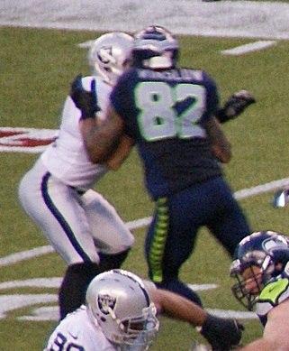 Kellen Winslow blocking a Raider