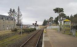 Kinbrace Station & Level Crossing (15168912545).jpg