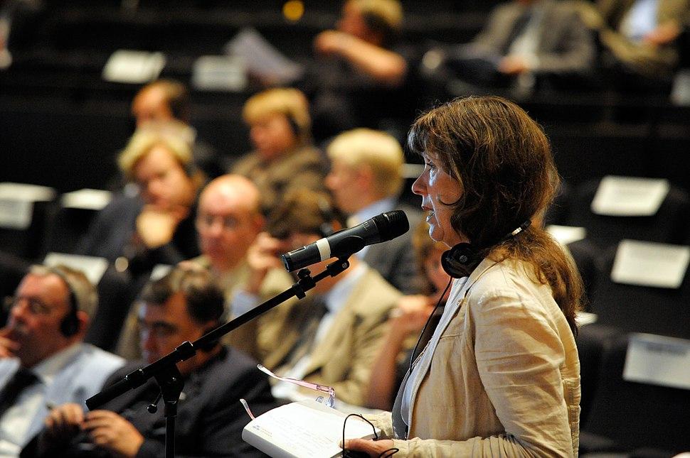 Kolbrun Halldorsdottir (VG) deltar i debatten vid BSPC-s mote i Visby 2008-09-02