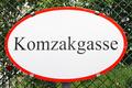 Komzakgasse Schild.png