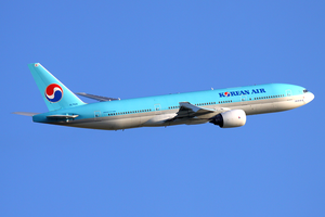Korean Air Boeing 777-200ER HL7526 SVO 2011-6-17.png
