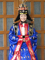 Korean royal costume for queen-Jeogui and daesu-02.jpg