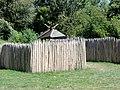 La Chaussée-Tirancourt (80), parc Samara, allée des pierres levées, enclos de palissades.jpg