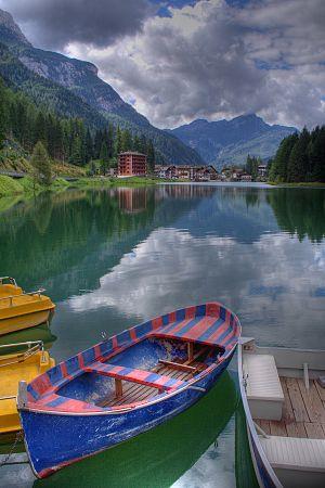 Alleghe - Alleghe lake.