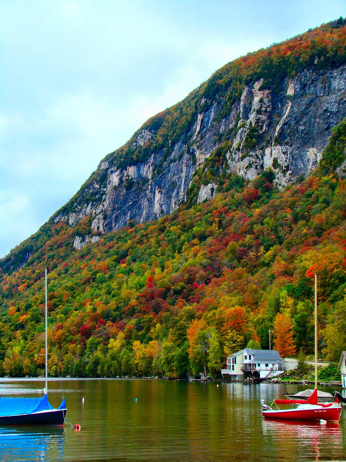 lake vermont willoughby usa kingdom wikipedia places northeast fall vt visit autumn summer united very states leaf mountain must place