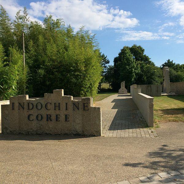 Photographie du village de Lauzach, Morbihan, France: mémorial départemental Corée Indochine