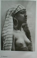 "Lehnert et Landrock - 54 Ägypterin - From the book ""Frauen des Morgenlandes"".jpg"