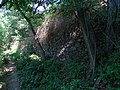 Liblín, opěrná zeď u pěšiny k Libštejnu.jpg