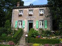 Lock keepers cottage Mayenne.jpg