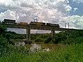 Locomotiva de comboio que passava sentido Guaianã pela ponte ferroviária sobre o Rio Tietê em Salto - Variante Boa Vista-Guaianã km 206 - panoramio.jpg
