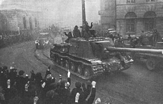 Vistula–Oder Offensive - Soviet troops enter Łódź, led by an ISU-122 self-propelled gun