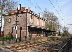 Lunteren station spoorzijde valleilijn.jpg