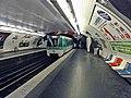 Métro de Paris - Ligne 7 - Cadet 01.jpg