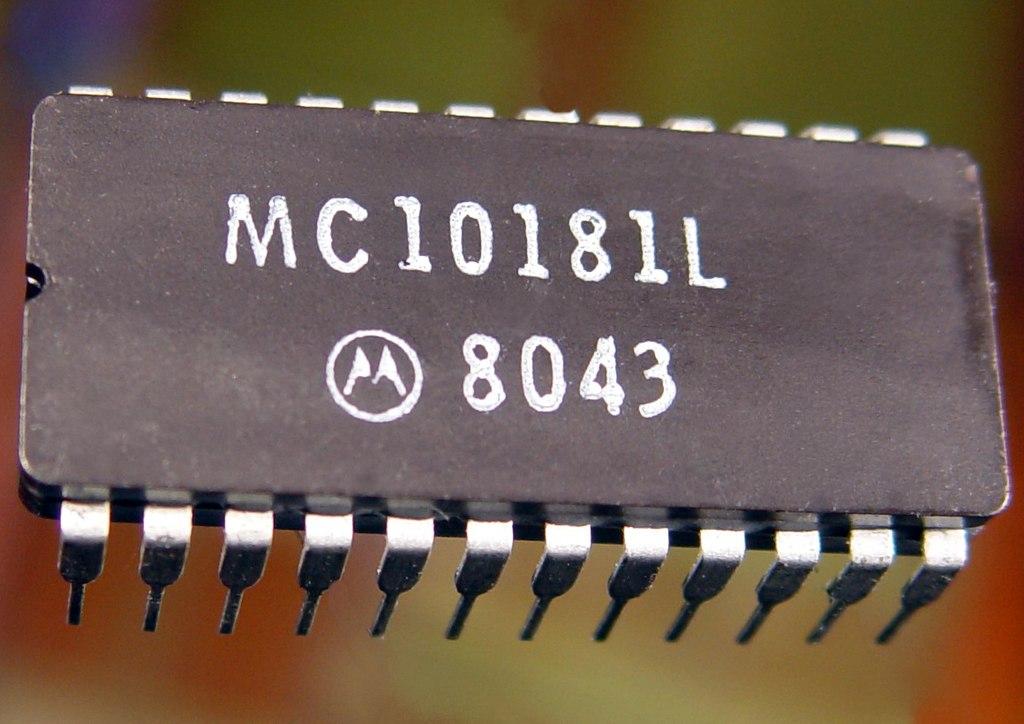 1024px-MC10181L.jpg